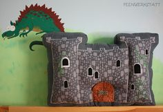 Wool felt castle pillow - in German Diy For Kids, Crafts For Kids, Castle Rooms, Making Toys, Harry Potter Bedroom, Sweet Home, Felt Pillow, How To Make Toys, Cute Dragons