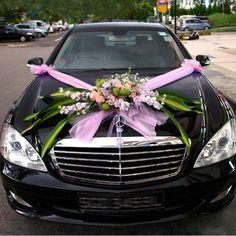 ¡No os perdáis estas ideas para adornar el coche nupcial de manera original!