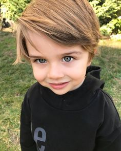 𝐊𝐈𝐃𝐒 𝐈𝐍 𝐋𝐎𝐕𝐄 - 𝐍𝐎𝐀𝐑𝐓 𝐅𝐀𝐍𝐅𝐈𝐂𝐓𝐈𝐎𝐍 [Sendo Reescrita] Cute Baby Boy, Cute Little Baby, Mom And Baby, Baby Kids, Toddler Girl, Cute Kids Pics, Cute Baby Pictures, Teen Boy Fashion, Little Boy Fashion