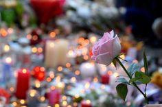 C'est un petit miraculé. Louis, un garçon de 5 ans d'origine chilienne, se trouvait au Bataclan vendredi 13 novembre quand les terroristes ont pénétré dans la salle de concert pour perpétrer leur massacre. >> Suivez les dernières informations sur l'assaut de Saint-Denis dans notre live Un miraculé en deuil. Il était accompagné de sa mère, Elsa Delplace Véronique, 34 ans, et de sa grand-mère, Patricia San Martin, 61 ans. Les deux femmes n'ont malheureusement pas survécu à la folie des…