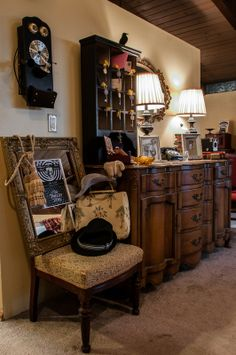Excellent design tips to create a Hollywood Tower Hotel home experience - Tower of Terror Birthday - Flippity Widget Designs Hollywood Tower Of Terror, Hollywood Tower Hotel, Halloween Party, Halloween 2015, Halloween Crafts, Hotel Party, Haunted Hotel, Liquor Cabinet, 5th Birthday