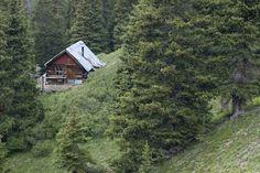 cabinporn: Cabina minera remota en el centro de Colorado.  Enviado por y fotografiada por Bob Winsett.