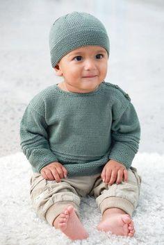 Sticka en gullig tröja med matchande mössa i mjukt bomullsgarn till babyn. Här får du beskrivningen. Crochet Dolls, Crochet Baby, Knit Crochet, Knitting For Kids, Knitting Projects, Brei Baby, Baby Barn, Sweater Knitting Patterns, Baby Sweaters