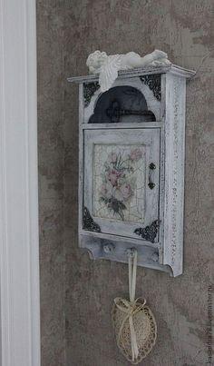 Купить или заказать Ключница шебби-шик 'Мой милый дом ' в интернет-магазине на Ярмарке Мастеров. Нежная винтажная ключница в стиле шебби-шик 'Мой милый дом',украшена металлической фурнитурой и кованным ключиком.Она украсит ваш дом и подарит уют и нежность.На внутренней стороне дверцы-молитва о благополучии всех живущих и приходящих в дом.…