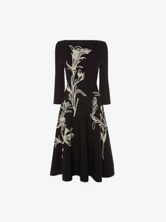 Flower Jacquard Dress Alexander Mcqueen Kleider, Alexander Mcqueen Dresses, Alexander Mcqueen Savage Beauty, Jacquard Dress, Fall Fashion Outfits, Spring Fashion, Mi Long, Flower Dresses, Vintage Style Outfits