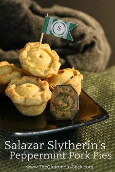 This recipe for mini pork pies, made with gunpowder green and peppermint tea, is inspired by Hogwarts Founder Salazar Slytherin. Recipe by The Gluttonous Geek. Harry Potter Treats, Harry Potter Food, Harry Potter Birthday, Harry Potter Recipes, Hogwarts, Slytherin, Drink Recipe Book, Menu Recipe, Peppermint Tea