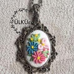 #yıldız #gül #rose #nakışkolye #nakış #rokoko #kolye #kolyetasarimlari #necklace #flower#flowernecklace #embroiderynecklace #kaneviçe #kaneviçekolye #kaneviçemodeller #kolye #takı #brezilyanakışı #etamin #etaminişleme #goblen #elişi #elemeği #handmade #kasnak #gül #buket #demet # #etaminkolye #hobi #hobim