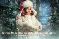 Helen Thomson gondolata a szülőségről. A kép forrása: Szívügyek Christmas Baby, Christmas Ornaments, Winter Season, Yule, Seasons, Disney Princess, Holiday Decor, Disney Characters, Children