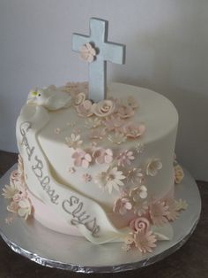 Pretty Cakes, Cute Cakes, Baby Girl Christening Cake, Baptism Cakes For Girls, Dedication Cake, Nake Cake, First Holy Communion Cake, First Communion Decorations, Religious Cakes