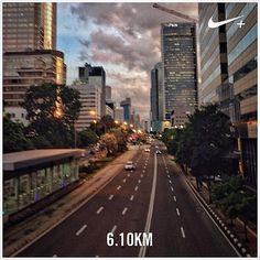 #nikeplus #myrun #run #running #afternoonrun #afternoon #instarunner #lari #larisore #jakarta #building #street #emptystreet #thamrin #citystreet  #sorehari #jakartasore #indonesia #6km #6k
