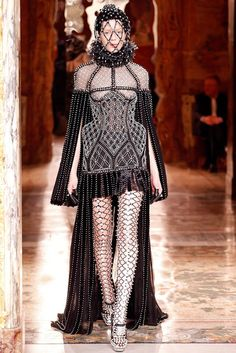 """""""Texturizad"""" & trapped woman by Alexander McQueen [feathers, pearls & Queen Elizabeth the First]"""
