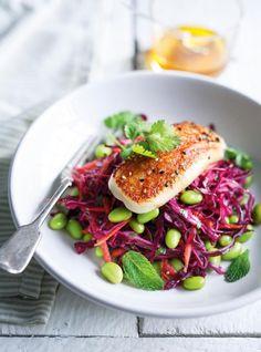 Ricardo& recipe: Cabbage, Edamame and Grilled Halloumi Salad Grilled Halloumi, Ricardo Recipe, Vegetarian Recipes, Healthy Recipes, Vegetarian Kids, Kid Recipes, Chicken Recipes, Beet Salad, Food Presentation