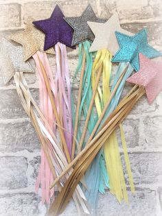 glitter star fairy wands partywands by StitchedbySistersuk on Etsy Glitter Paint, Glitter Lips, Glitter Stars, Projects For Kids, Crafts For Kids, Daisy Party, Glitter Iphone 6 Case, Wedding Wands, Princess Wands