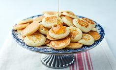 מתכון למיני פנקייקס הולנדיים עם דבש ורסק תפוחי עץ. ההולנדים יודעים דבר או שניים על תענוגות החיים, ומבחינתנו אין כמו לפתוח את השנה החדשה עם תענוג אמיתי