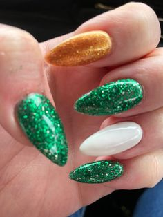 Gel glitter green, gold and white nails for St. Patrick's Day. Green Nails, White Nails, Pink Nails, Gel Nail Art, Gel Nail Polish, Nail Nail, Holiday Nails, Christmas Nails, Christmas Holiday