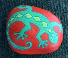 Ce petit gecko ne vous effraie pas avec des mouvements brusques et il chercherai décoratif sur votre étagère ou rebord de fenêtre ou un bureau.  Je