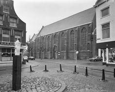 Sintjanskerk gezien vanaf de Grote markt.  Schiedam