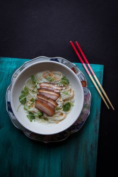 Somen Noodle Soup with Pan-fried Pork Belly. Delicious and easy Somen Noodle Bowl Soup with Pan-fried Pork Belly recipe. Click through for full recipe and step by step instructions Instant Pot Asian Recipes, Easy Asian Recipes, Ethnic Recipes, Japanese Recipes, Japanese Food, Fried Pork Belly Recipe, Pork Belly Recipes, Asian Pork Belly, Braised Pork Belly