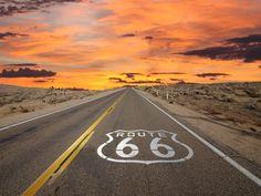 La Us Route 66 a été créée en 1926 et c'est l'autoroute la plus célèbre des Etat-Unis. Elle part du de Chicago jusqu'en Californie. Une route mythique.