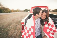 Country Engagement Photos country field engagement session - This country field lake engagement style is so perfect for a spring or summer engagement! Country Engagement, Engagement Couple, Engagement Pictures, Fall Engagement, Engagement Session, Couple Photography, Engagement Photography, Country Couples, Country Prom