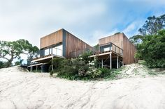 #architecture | Timber-clad Australian beach home by OLA Studio