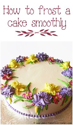 Excellent and easy tutorial on how to frost a cake smoothly with buttercream icing!use a taping tool Icing Frosting, Cake Icing, Frosting Recipes, Cupcake Cakes, Cake Recipes, Cake Decorating Techniques, Cake Decorating Tutorials, Cookie Decorating, Decorating Cakes