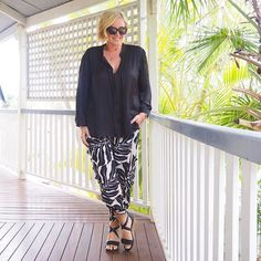 Today's #everydaystyle ... monochrome Monday after a monochrome Sunday  ✔️ Wearing @melapurdie top and pants (two years ago from @zambezee_boutiques); plus new-look (and feel) @frankie4footwear BELiNDA wedges #syspringtrends