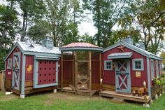 Crafty Farmgirl's gorgeous chicken/goat house