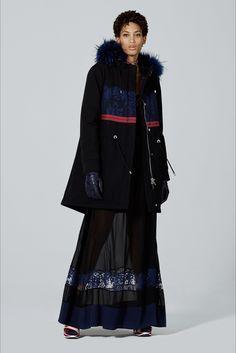 Guarda la sfilata di moda Iceberg a Milano e scopri la collezione di abiti e accessori per la stagione Pre-Collezioni Autunno-Inverno 2017-18.