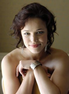 Rachel McAdams without Photoshop. Well done. Gorgeous. :)
