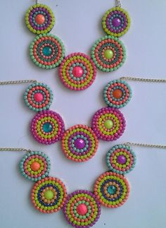 COLLAR CIRCULOS (2) Seed Bead Necklace, Diy Necklace, Jewelry Patterns, Beading Patterns, Diy Earrings, Crochet Earrings, Pochette Diy, Seed Bead Projects, Handmade Accessories