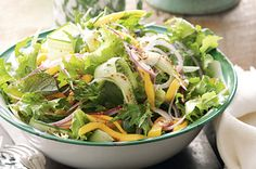 <3 Celebrate Christmas Day in true Aussie style with this mango salad recipe.