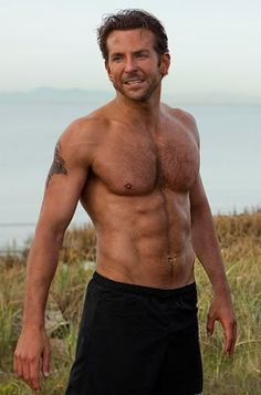 SOOOOO sexy when he's shirtless.love me some Bradley Cooper! Celebrity Bodies, Celebrity Crush, Bradley Cooper Shirtless, Cover Shoot, Blondes Sexy, Shirtless Hunks, Actrices Sexy, Musa Fitness, Raining Men
