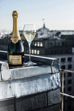 Need: Krug Champagne in Paris . Krug Champagne, Champagne Party, Glass Of Champagne, Champagne Glasses, Sparkling Wine, Champaign Cocktails, Champagne Brands, Alain Ducasse, Pinot Noir