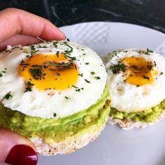 Já que estamos todos focados no projeto verão, nada mais justo, do que começar a semana com um snack saudável e leve, preparado com o EggFit.