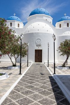 Perissa Santorini, Santorini Greece Beaches, Santorini Island, Mykonos Greece, Crete Greece, Paros, Beautiful Buildings, Beautiful Places, Places Around The World