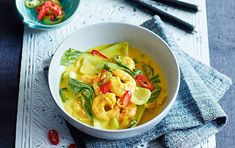 Meals under 200 calories - Vietnamese prawn curry - goodtoknow Meals Under 200 Calories, 800 Calorie Meal Plan, No Calorie Foods, Low Calorie Recipes, Low Calories, Healthy Soup Recipes, Curry Recipes, Diet Recipes, Eat Healthy