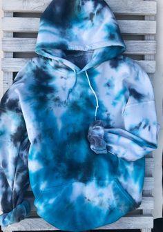 bleach tie dye diy flannel tie dye shirts for preschoolers tie dye t shirt outfit Diy Tie Dye Shirts, Diy Shirt, Diy Tie Dye Sweatshirt, Blue Tie Dye Shirt, Tie Dye Jeans, Tie Dye Shoes, Tie Dye Converse, Diy Tank, Moda Tie Dye