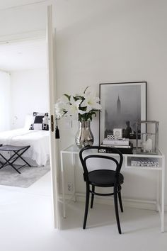 Laura was looking for a combination of authenticity and sustainability while looking for a new floor. Discover the Quick-Step Impressive White Planks (IM1859). © Picture: http://homevialaura.com/