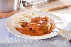 Výborné kuře na paprice, jako od prababičky; Mona Martinů Thai Red Curry, Stew, Ethnic Recipes, Red Peppers