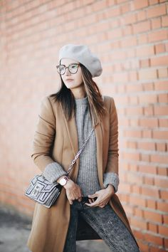 Beret perfect for Paris Madrid Street Style, Street Chic, Winter Outfits, Cool Outfits, Casual Outfits, Next Clothes, Clothes For Women, Alexandra Pereira, Beret Outfit