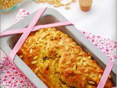 Cake thon, sel au piment d'Espelette, tomates séchées et pignons de pin