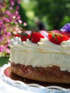 RAPARPERI-JUUSTOKAKKU - Kaakao kermavaahdolla Cheesecake, Baking, Sweet, Desserts, Recipes, Inspired, Food, Kitchen, Candy