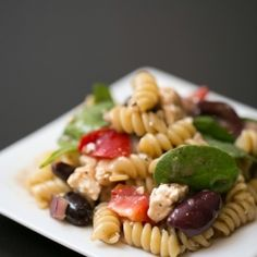 A super easy, quick, & healthy Greek pasta salad recipe complete with feta, kalamata olives, spinach, red onions, & red peppers!