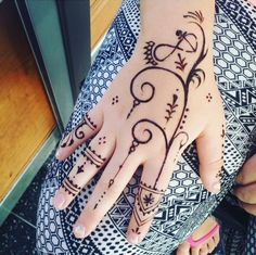 outstanding-mehndi-design-ideas-for-hands