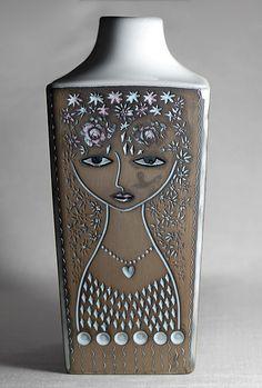 Mari Simmulson vase for Upsala Ekeby (Sweden)