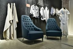 Vanessa capitonnè armchair in denim. Discover more about #NEWCRAFT exhibition #21triennale #design #milan