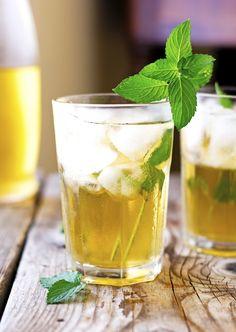 Healthy Recipes, Fitness and Health Alcoholic Iced Tea, Iced Tea Cocktails, Apple Cocktails, Alcoholic Cocktails, Iced Tea Recipes, Mint Recipes, Drinks Alcohol Recipes, Pear Recipes, Healthy Recipes