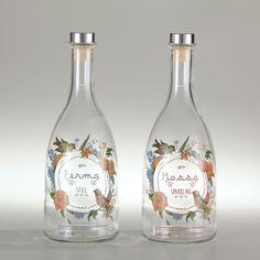 water bottle Ortensia© glassfused label Garland©  #water #waterbottle #glass #personalized #cstomwaterbottle #tappiebottiglie #handcraft #madeinitaly #restaurant