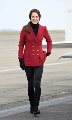 Kate wore a double-breasted blazer by Philosphy Di Lorenzo Serafini   Photo: Samir Hussein/WireImage